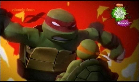 Raphael rastet wegen Mikeys kleiner Scherze aus.