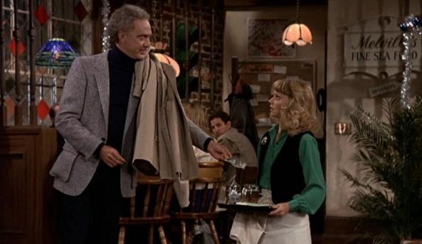Diane ist beschähmt, da sie Drinkgeld erhält obwohl sie den Gast bloßgestellt hat.