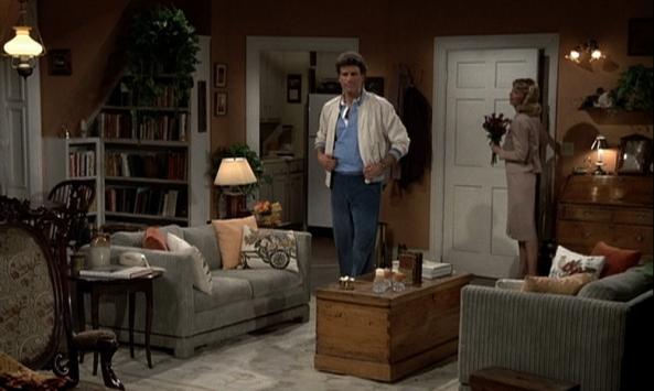 Sam ist zum ersten Mal in Dianes Wohnung.