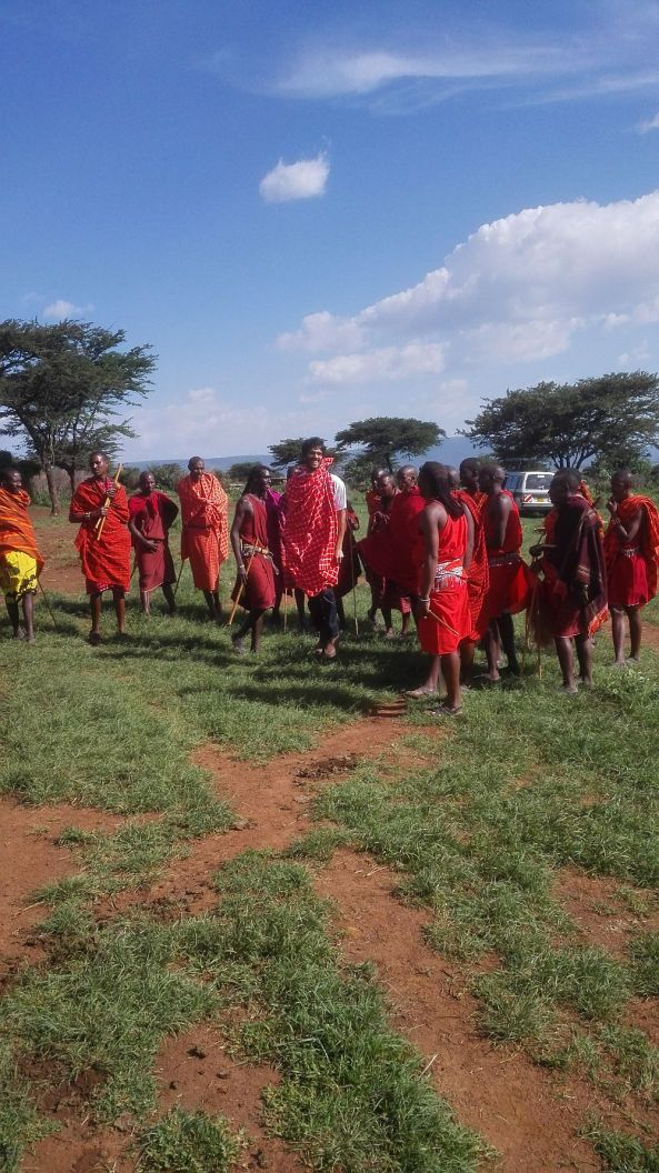 Bei den Masai zu Besuch im Dorf