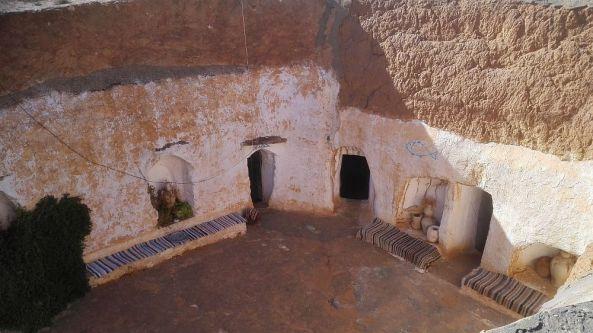 Der zentrale Platz einer Höhlenwohnung