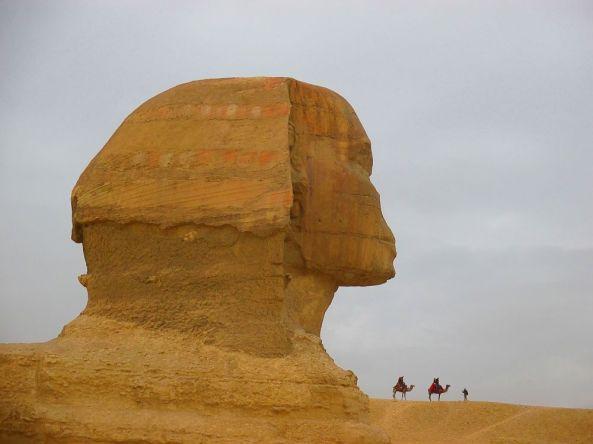 Große Sphinx von der Seite aus betrachtet